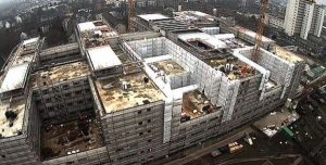 Visitors are impressed by the Klinikum Frankfurt Hoechst construction site Darmstadt/Frankfurt, Germany. The world's first hospital designed to the Passive House Standard
