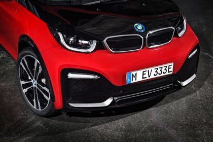 The recipe for success of the BMW i3 has been enhanced thanks to refreshing styling accents, cutting-edge equipment features and new digital services, but also to the addition of a new model variant – the first ever BMW i3s. Keeping with tradition, the 2018 BMW i3 models will also be available with a Range Extender. By offering premium-quality, all-electric driving experience, meaning zero emissions and performance, in combination with the latest available connected technology, both model variants represent the future of urban mobility.