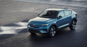 This new powertrain, electrified via brake-by-wire energy recovery. It therefore offers drivers up to 15 per cent fuel savings and emission reductions. That's as a result in real world driving.