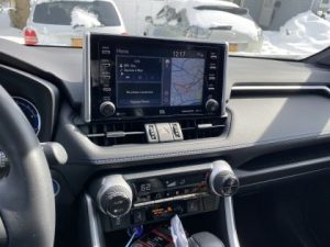 Also a 7.0-in. touchscreen, six speakers, Android Auto™ & Apple CarPlay®  It also includes Amazon Alexa compatible. Combined with a a USB media port, four USB charge ports, hands-free phone capability and music streaming via Bluetooth® wireless technology. For it also includes a SiriusXM® with 3-month All Access trial subscription